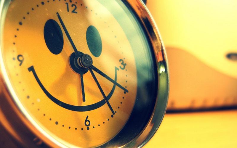 همیشه بخند به دنیا